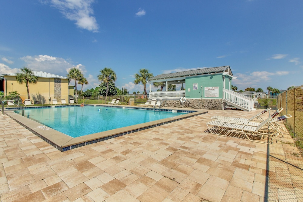Outdoor Pool, Gulf Terrace Condominiums