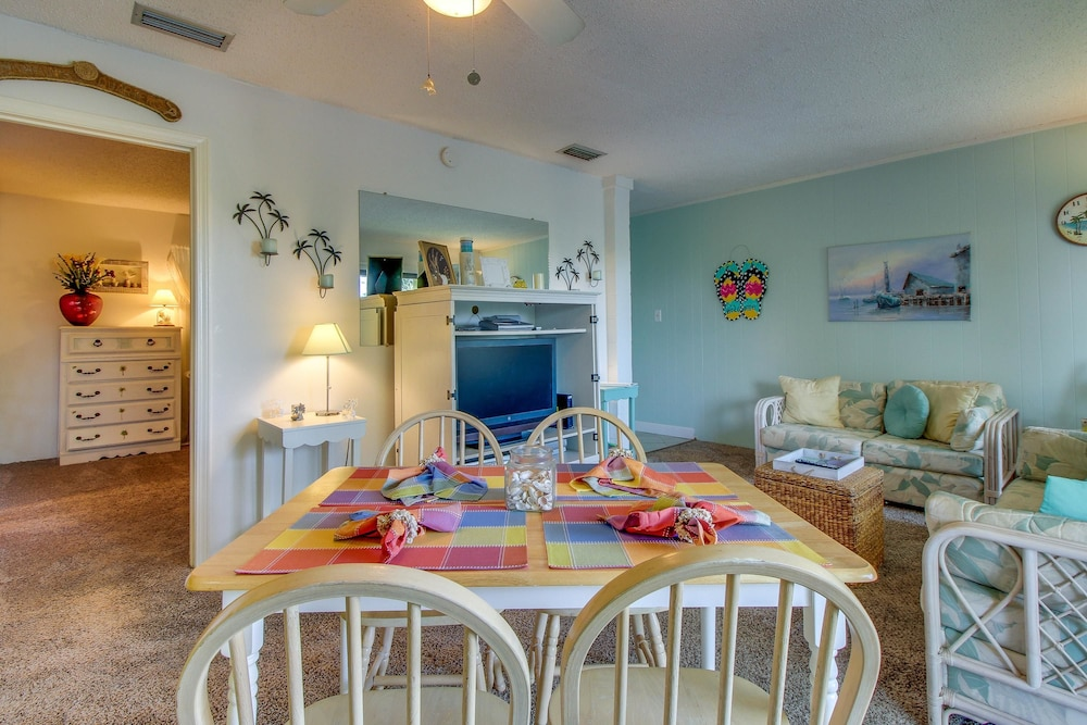 In-Room Dining, Gulf Terrace Condominiums