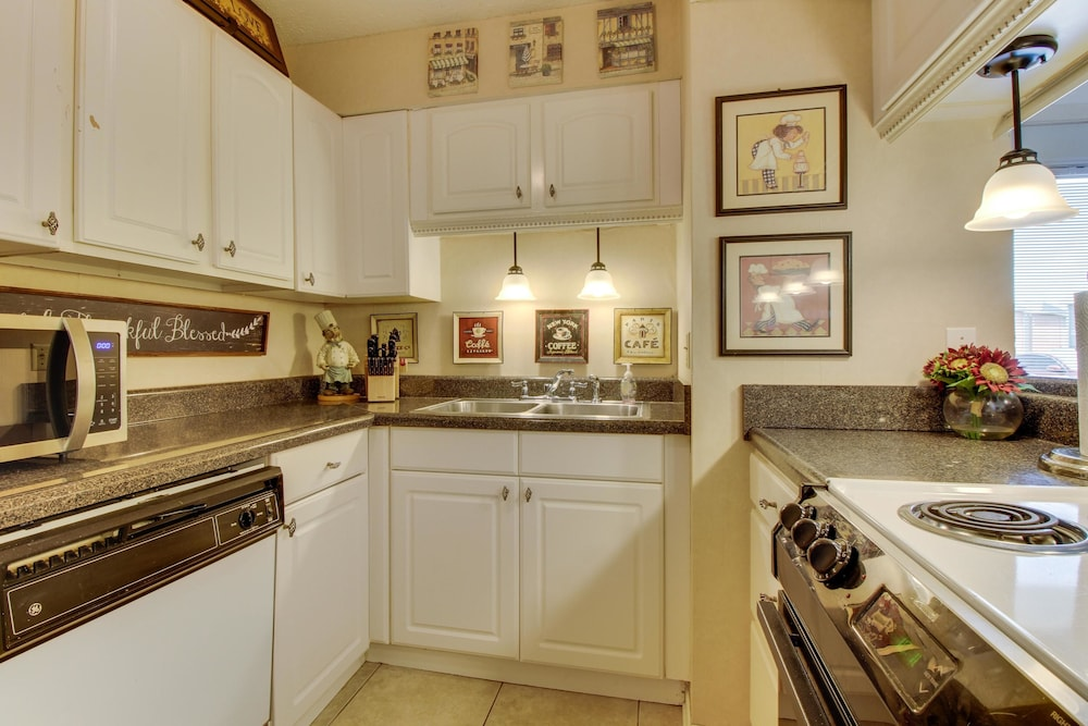Private Kitchen, Gulf Terrace Condominiums