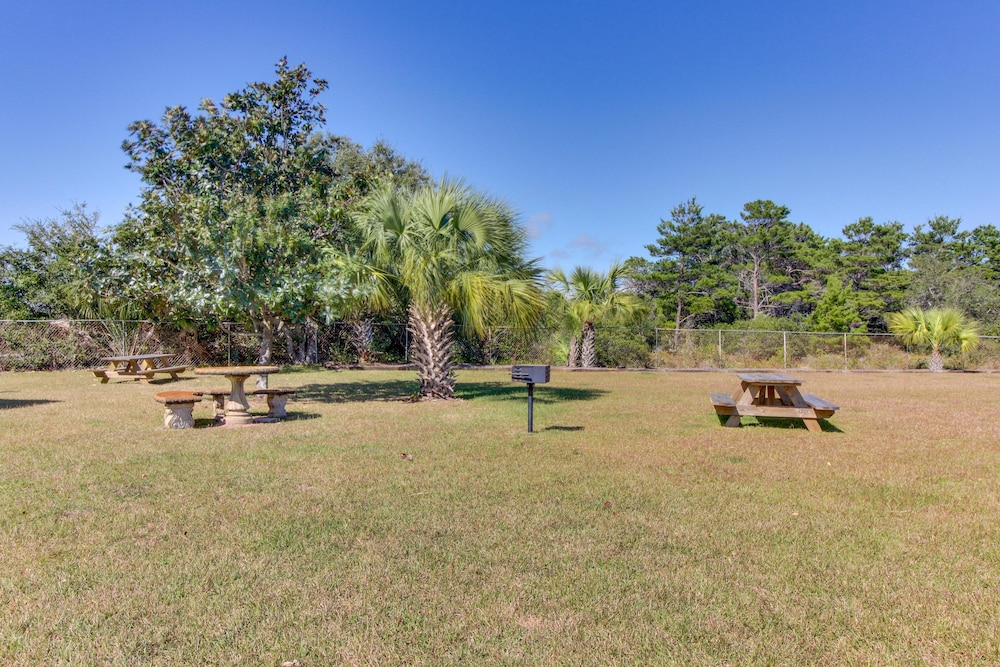 BBQ/Picnic Area, Gulf Terrace Condominiums