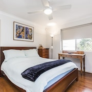 Coogee Beach With AC Close To Beach And City