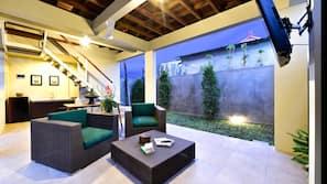 32-Zoll-LED-Fernseher mit Kabelempfang, DVD-Player