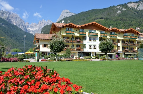 Alle Dolomiti Boutique Lake Hotel