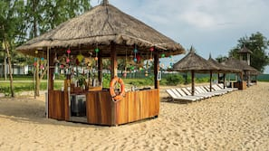 Private beach, free beach shuttle, sun loungers, beach umbrellas