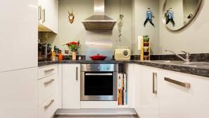 ตู้เย็น, ไมโครเวฟ, เตาอบ, เตาประกอบอาหาร