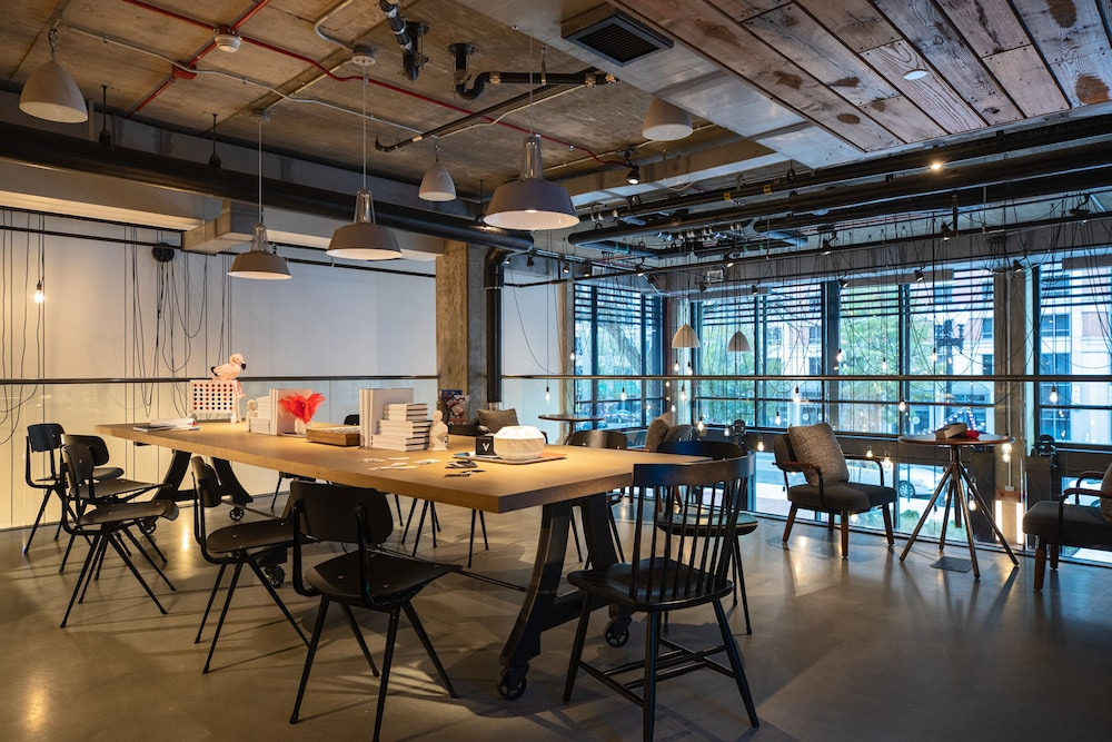 Business Center, Moxy Washington, DC Downtown
