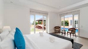 4 間臥室、房內夾萬、設計自成一格、家具佈置各有特色