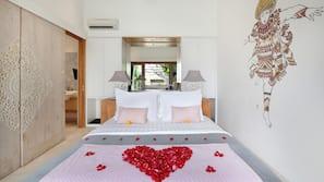 1 bedroom, in-room safe, desk, cots/infant beds