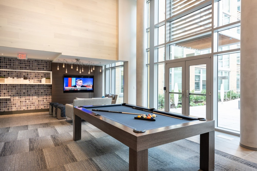 Billiards, Global Luxury Suites Crystal City