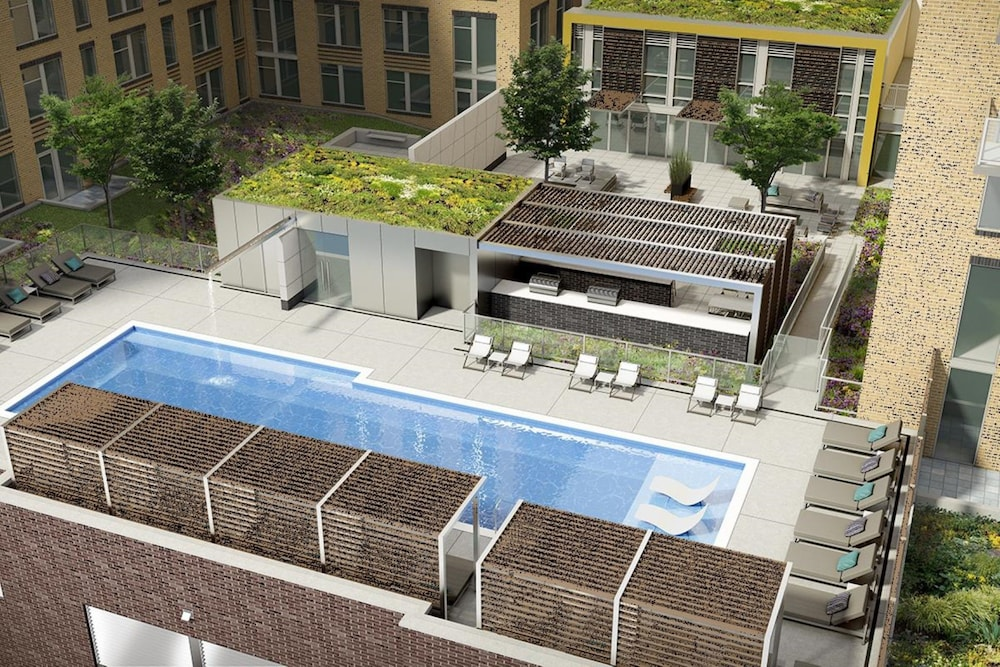 Outdoor Pool, Global Luxury Suites Crystal City