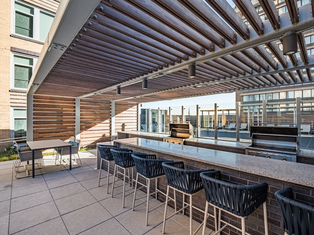 BBQ/Picnic Area, Global Luxury Suites Crystal City