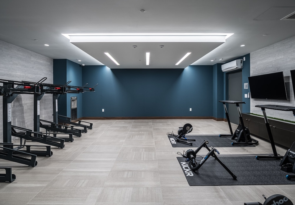 Gym, Global Luxury Suites Crystal City