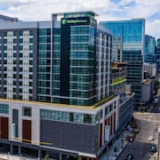 Holiday Inn and Suites Nashville Dtwn - Conv Ctr, an IHG Hotel