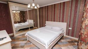 2 bedrooms, premium bedding, down comforters, memory foam beds