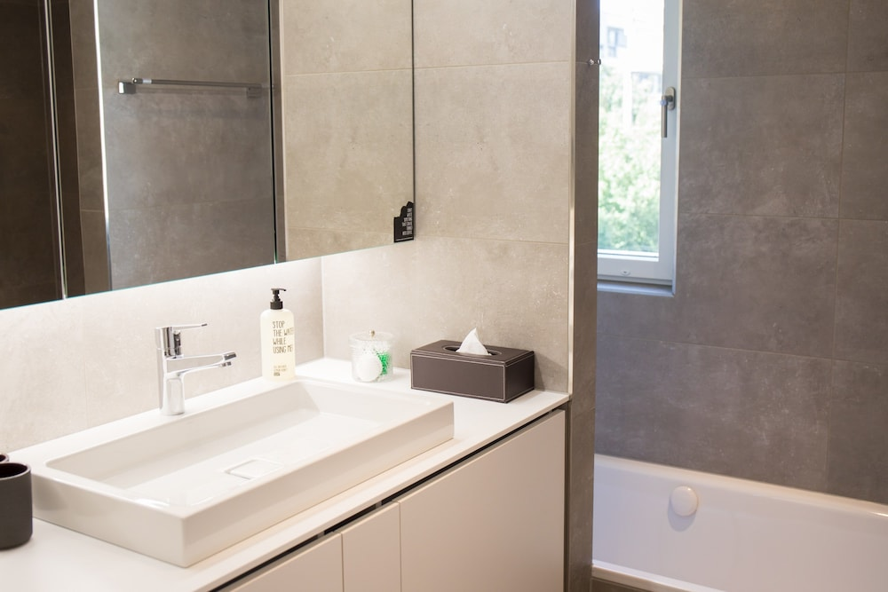 Bathroom, Gubelhof Suites - Near Metalli Shopping Centre