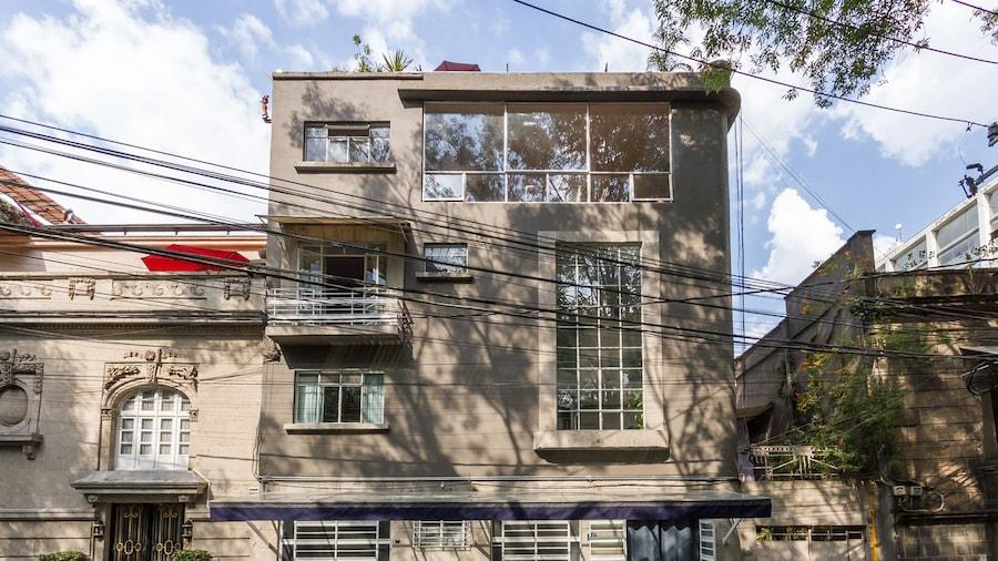 Deco Housing Luxury Rentals in Roma Norte