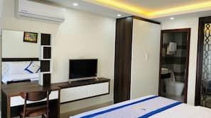 Minibar, desk, free WiFi