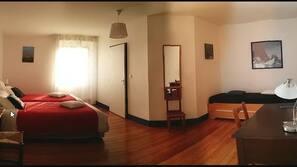 保險箱、設計每間自成一格、家具佈置各有特色、書桌