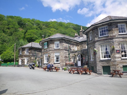 The Oakeley Arms Hotel