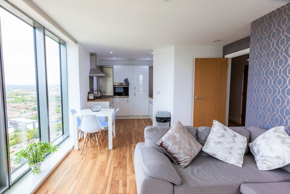 Old Beautiful Apartment In Media City Salford 2019 Hotel Prices Expedia Co Uk