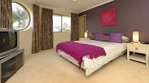 3 bedrooms, cots/infant beds