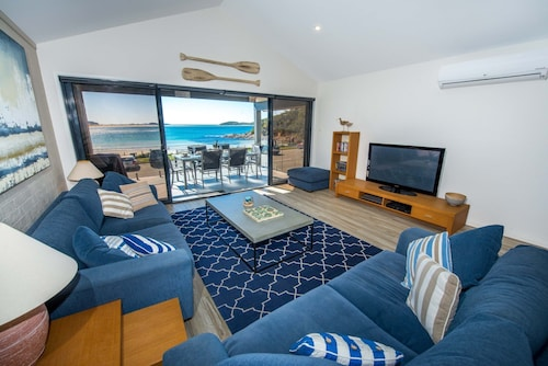 Beach House 72a Marine Dr - Fingal Bay