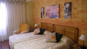 Cortinas opacas, camas supletorias gratuitas, wifi gratis y ropa de cama