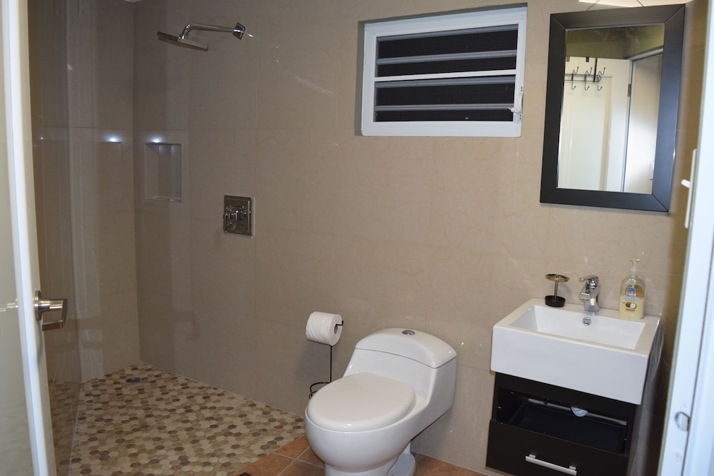Bathroom, Large Lakeview Mountain Home (Sleeps 1-45)