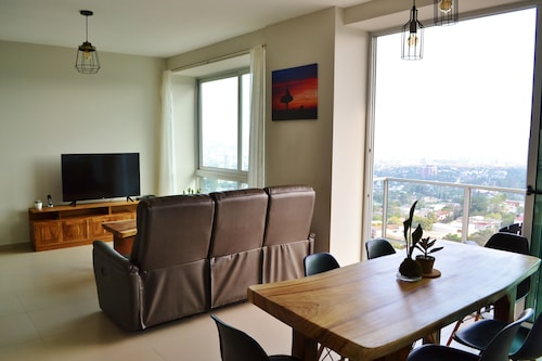 Brand New, Modern & Lux Apartment With City & Volcanos View!
