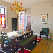 Robust Stylish Historic Soulard Mansion- Groups/gatherings- Trendy Romantic