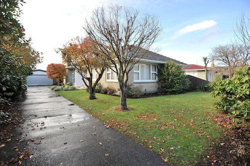 Comfortable Retro Home in Ilam - Woodbury
