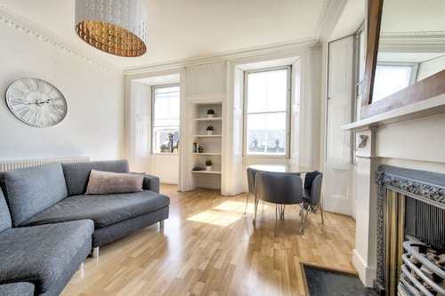 Old Town Apartment by the Castle, Edinburgh