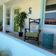 Wow!! Luxurious Beachside Bungalow Just Five Houses From No Drive Beach-sleeps 8
