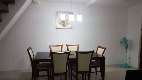 2 Storey Townhouse 3 Bedrooms in Cebu FOR Rent - Entire Guest House