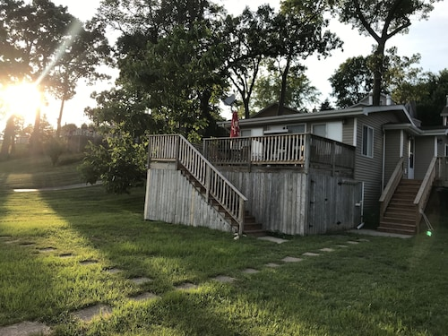 Sunset Cottage on Pistakee Lake