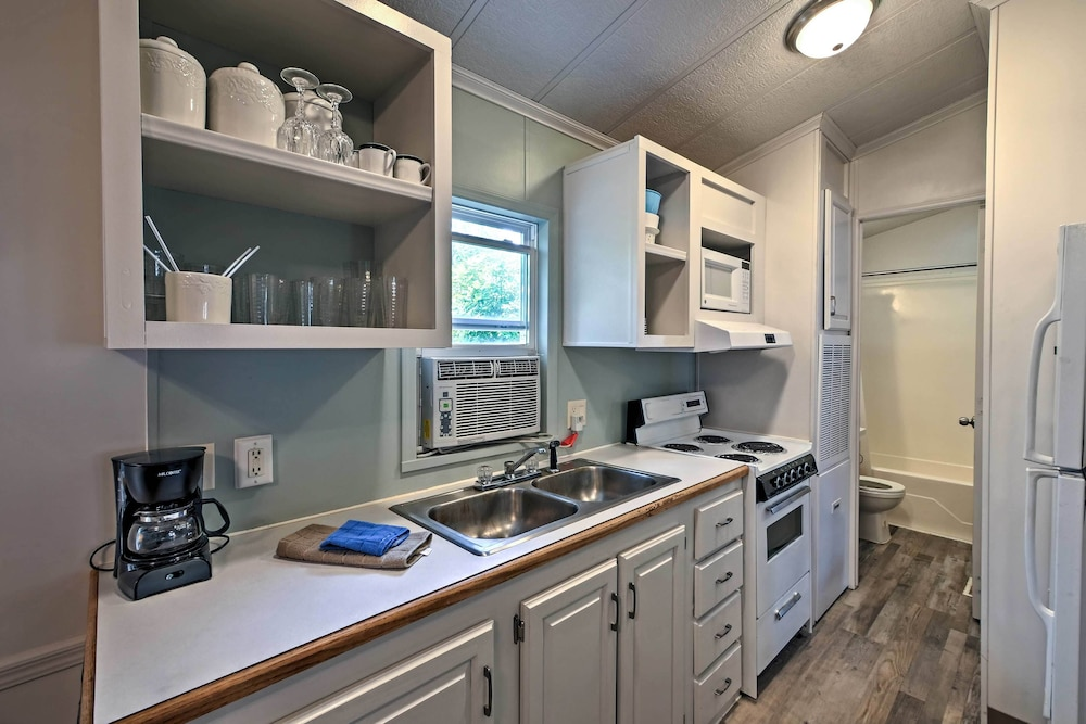 Private Kitchen, Middle Bass Cabin w/ Grill & Lagoon Access!