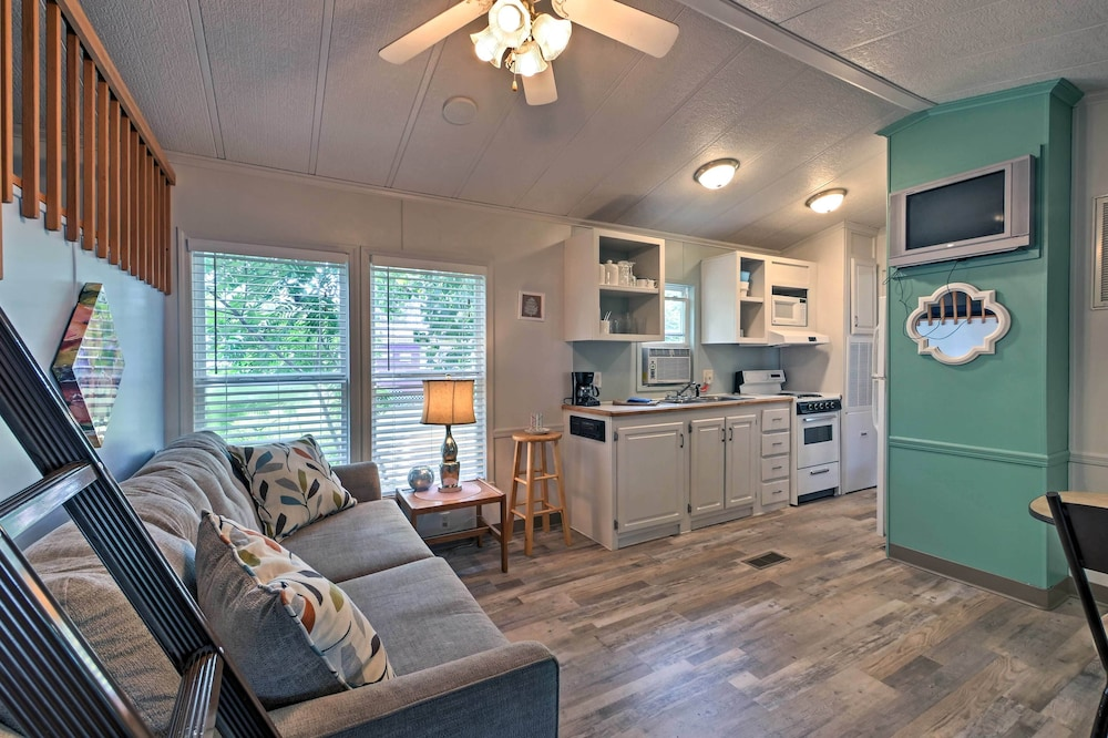 Living Room, Middle Bass Cabin w/ Grill & Lagoon Access!