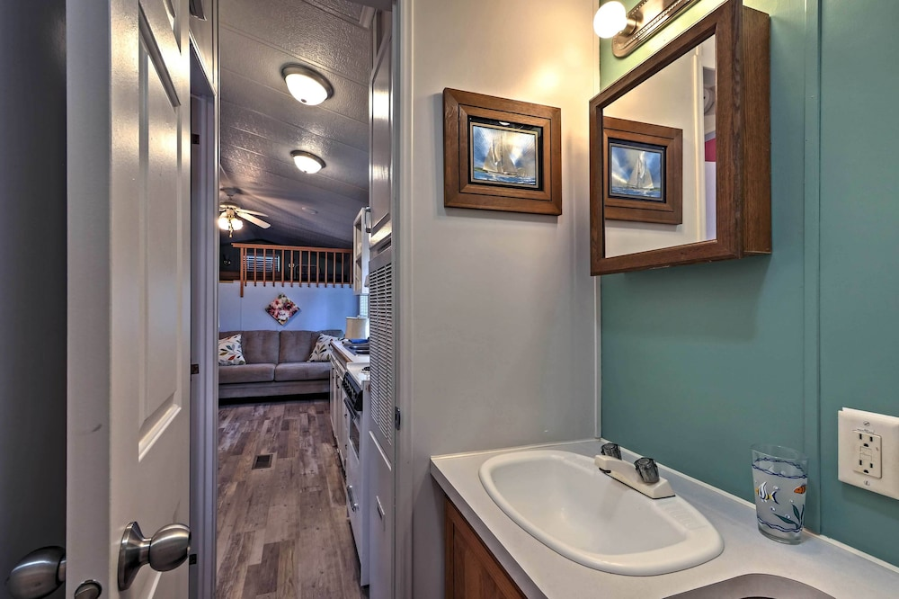 Bathroom, Middle Bass Cabin w/ Grill & Lagoon Access!