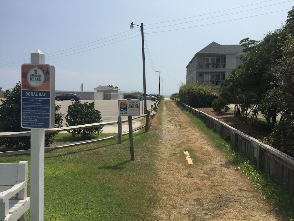 , NEW Listing ~ Beautiful Bogue Shores Studio Condo With Beach & Sound Access