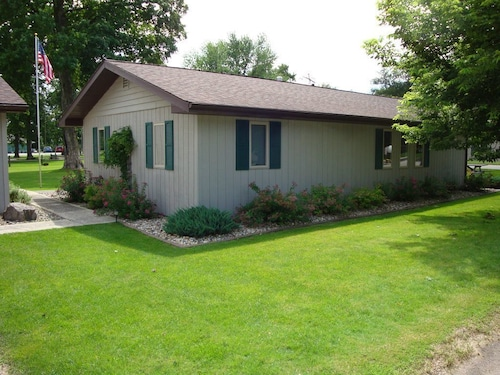 Cozy Little Getaway With Garage on Large lot Next to Rice Lake Golf Club!