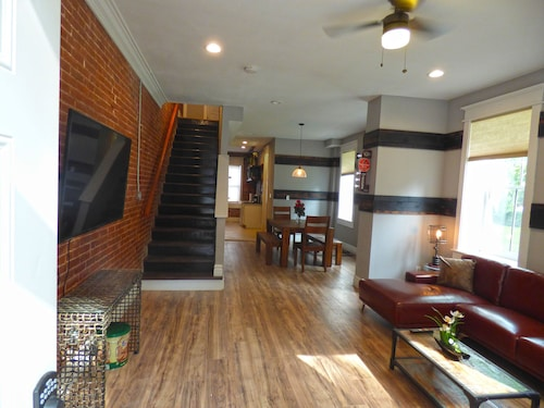 1860s Historic Industrial Building +loft- Stylish New Remodel- Romantic