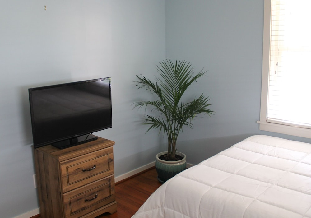 Room, Tropical Retreat in Heart of Springfield
