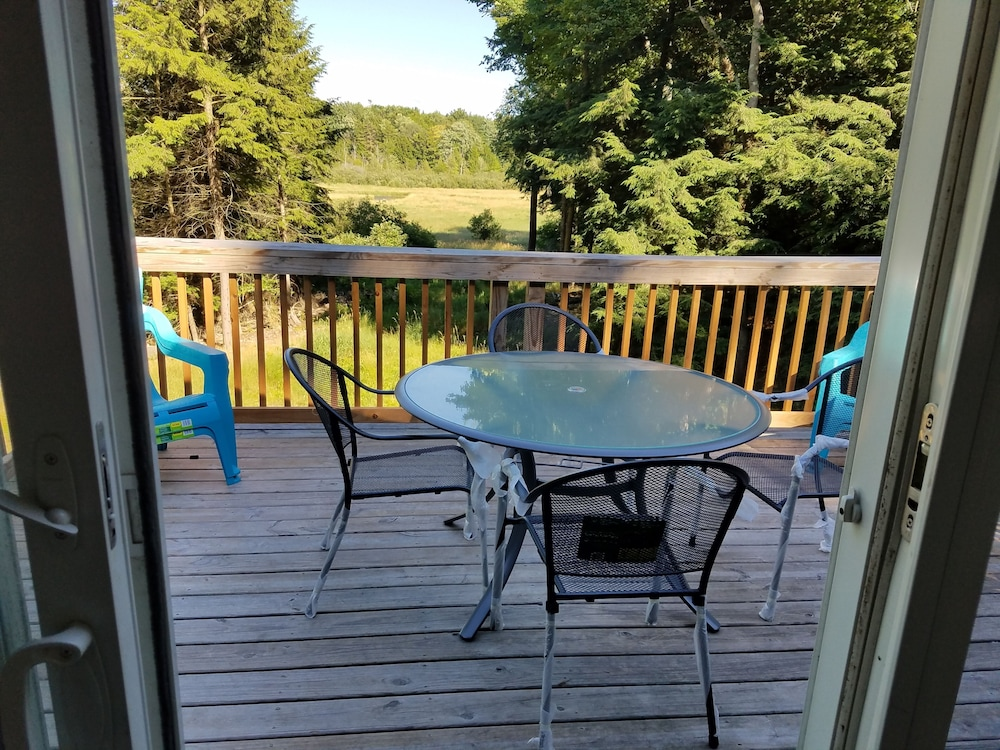 Balcony, Montague!! Flower Creek Guest House <1 MI TO Lake Michigan! & Flower Creek Dunes