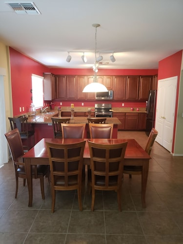 Huge 5 bed 3 Bath dog Friendly low Price