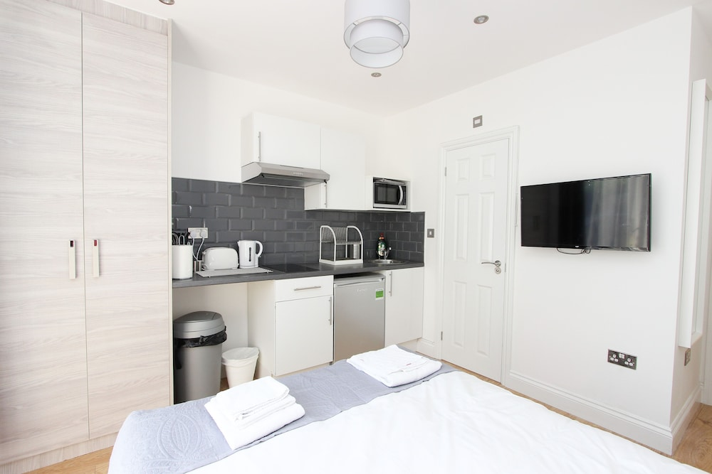 Room, Double Studio With Communal Garden in Wembley AD4
