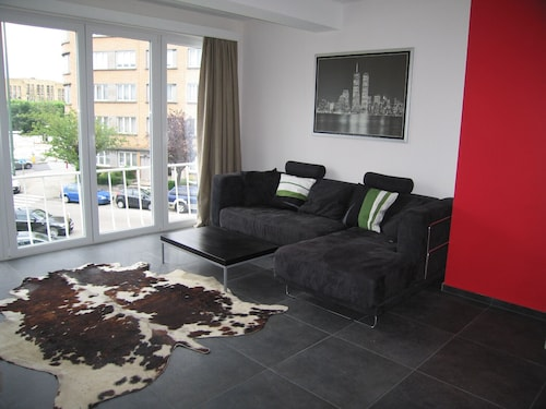Studio 45 m2 Brussels / Woluwe 2 Minutes Walk From the Metro!
