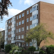 Modern 2 Bedroom Apartment, Wifi ,parking Space, 20 Minutes to Central London,