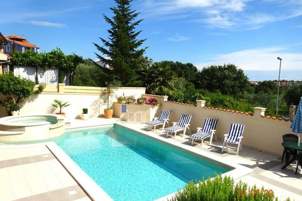 Jacuzzi En El Patio.El Vista 4 Luxury Apartment Pool Jacuzzi Bbq Sleeps
