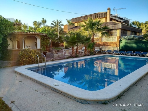 Villa in Benidorm, Private Pool, Walking Distance to City Centre and Beaches