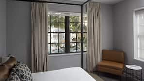Premium bedding, in-room safe, free WiFi, linens